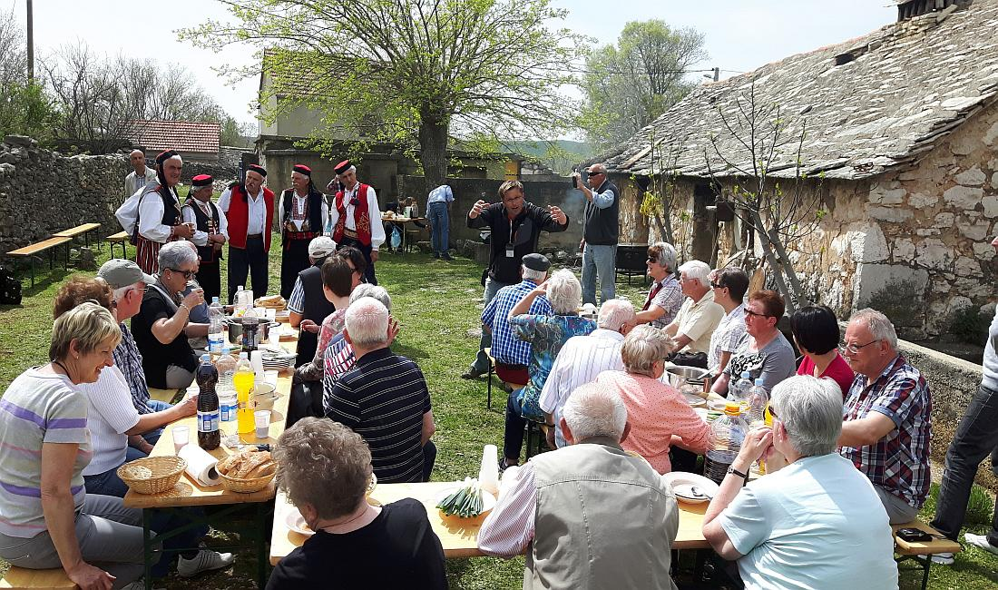 Mittagessen im Dorf