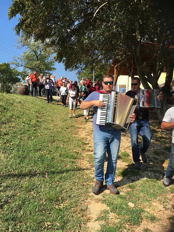 Spaziergang mit Musik zur Plantage