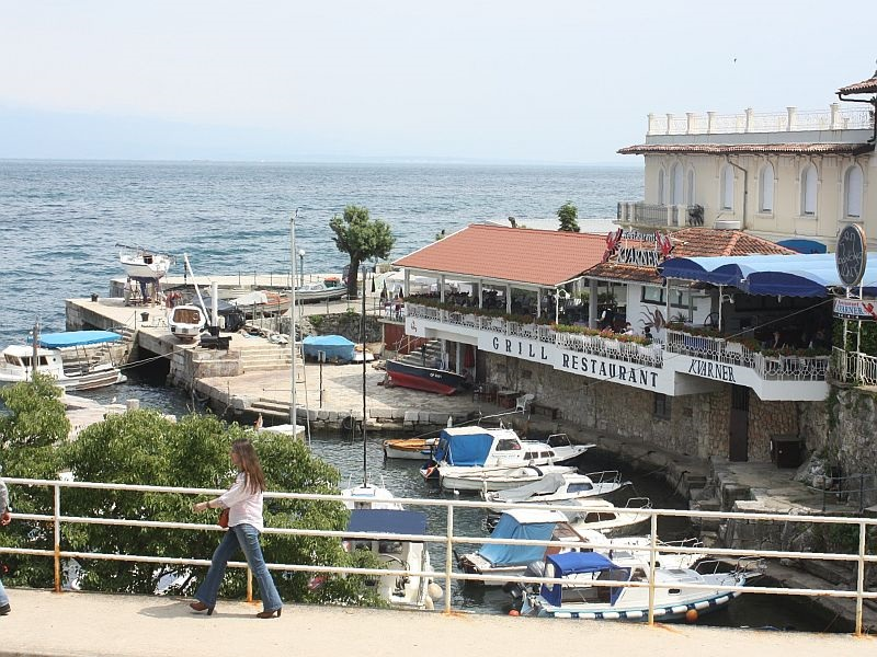 Lovran ,  the  restaurant   kvarner