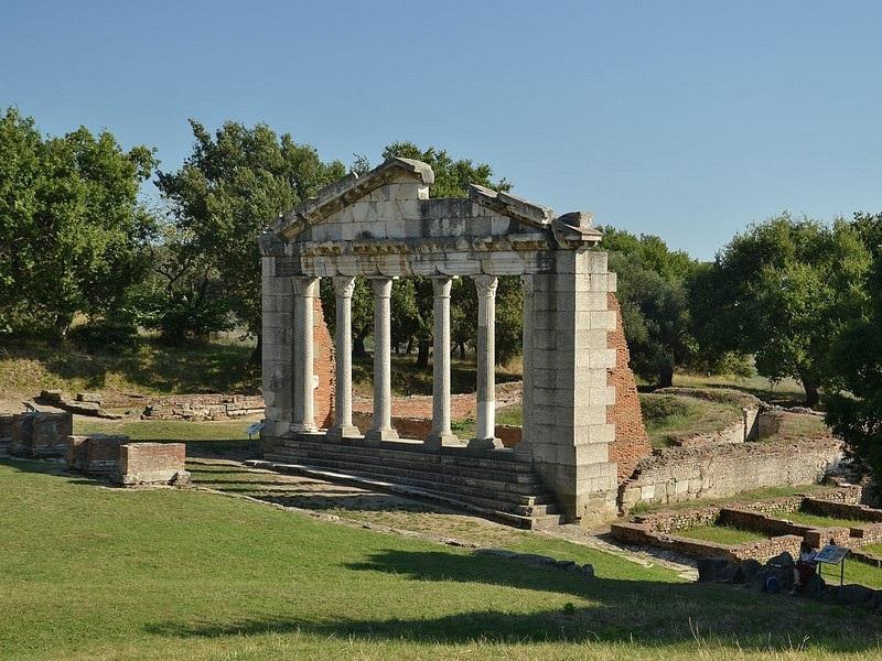 Apollonia ,   albania