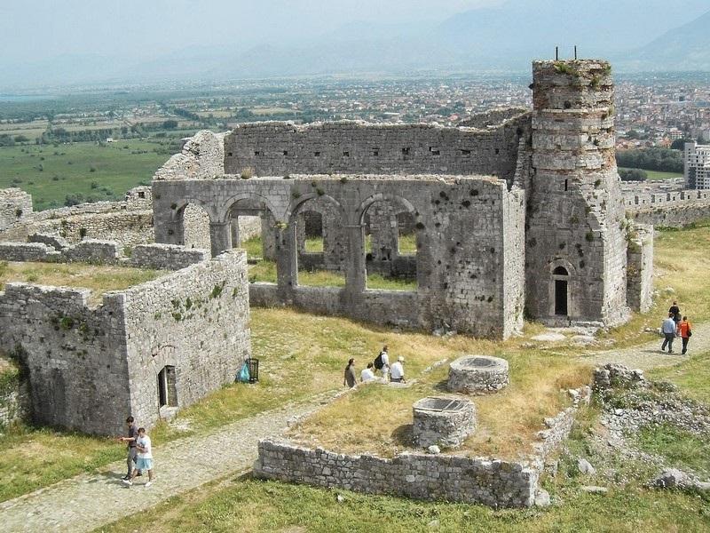 Ruins   on   rozafa   castle