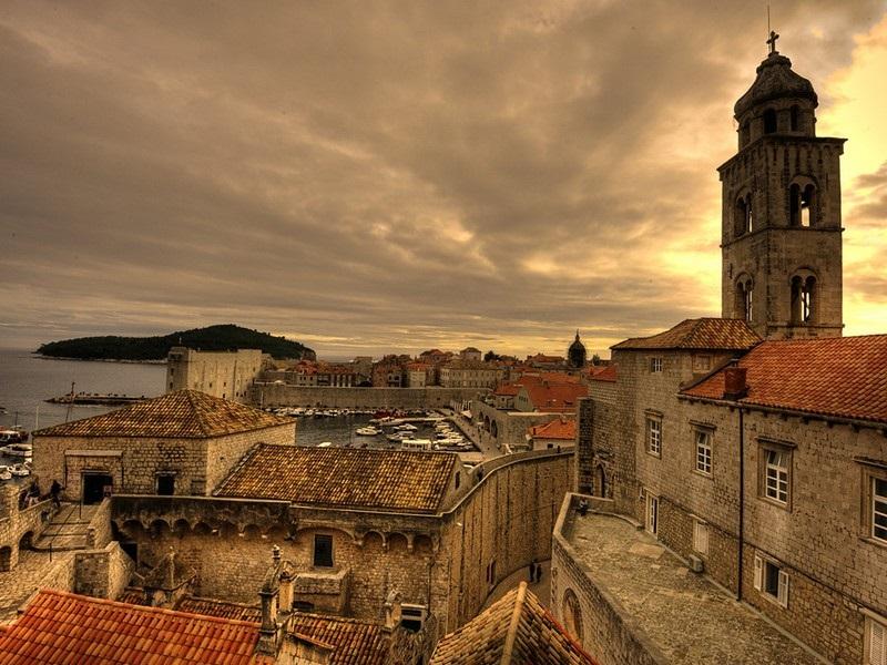 Bezaubernde Städte und stille Dörfer - Faszinierende Gegensätze